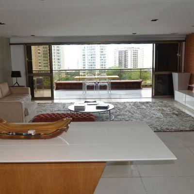 Apartamento em Condomínio Fechado na Barra da Tijuca