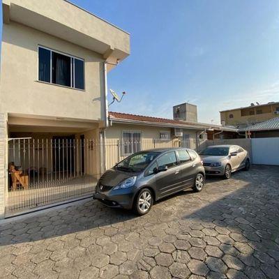 Excelente casa no Bairro Areias