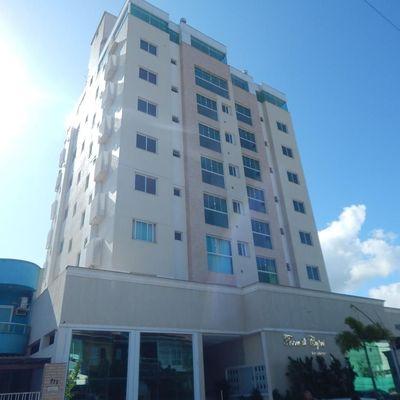 Apartamento com amplo terraço no Centro de Camboriú!