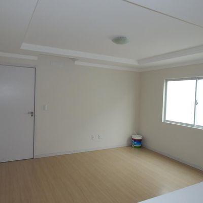 Amplo Apartamento no Bairro Areias!