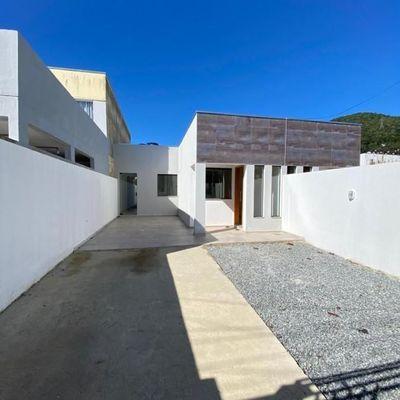 Casa de 03 dormitórios no bairro Cedro em Camboriú!