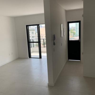 Belíssimo Apto - 2 Suítes - 2 Vagas + 80 m² - Vila Operária - Itajaí/ SC