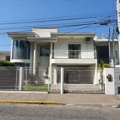 Casa - 1 Suíte + 2 Qts - 190 m² - São Judas - Itajai/SC