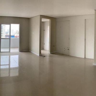 Apartamento - 2 Suítes - 2 Vagas - Centro - Itajaí/ SC