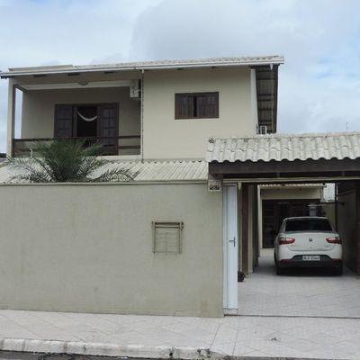 Linda Casa - 2 Suítes + 3 Qts - 3 Vagas de Garagem - Cidade Nova - Itajaí/SC