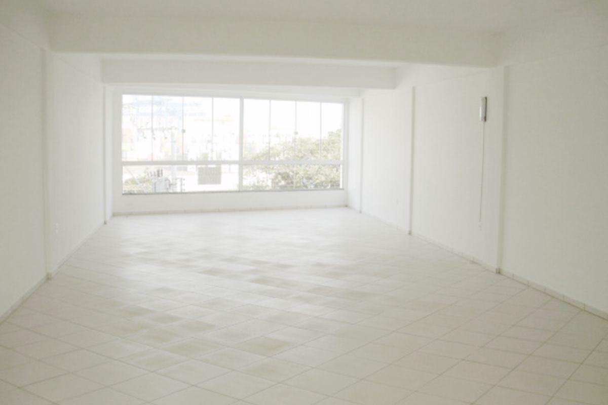 Sala para locação comercial no Rosalina Flor em Navegantes