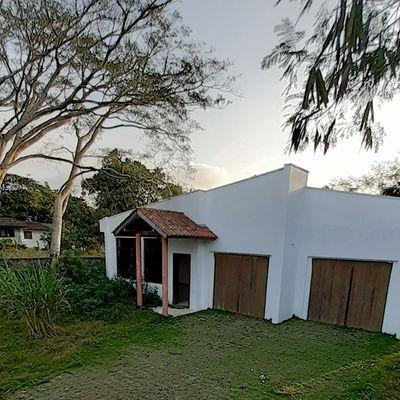 Casa à venda na Praia do Estaleiro em Balneário Camboriú