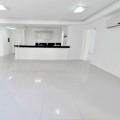 Apartamento à venda no Edifício Pablo Neruda em Balneário Camboriú
