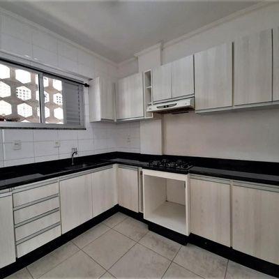 Apartamento para alugar anual no edifício Guarany
