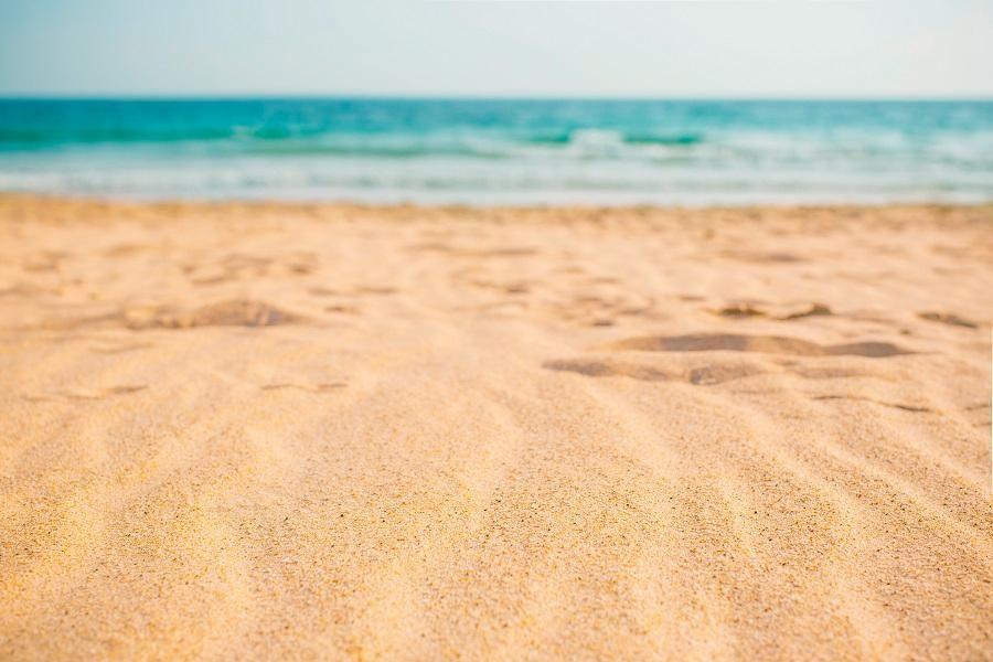 Alargamento da faixa de areia em Balneário Camboriú avança em velocidade impressionante