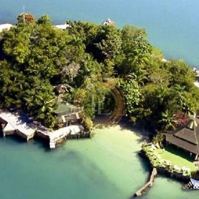 Ilha lindíssima em Paraty com área total de 5 mil m² com praia particular