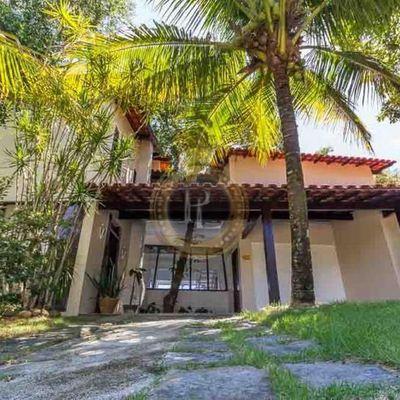 Linda casa tríplex de condomínio 4qts em Itaipu