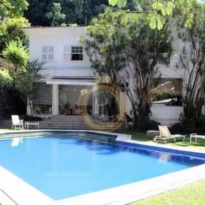 Casa Duplex com Jardim, Piscina, Sauna, Churrasqueira, Garagem para 10 carros