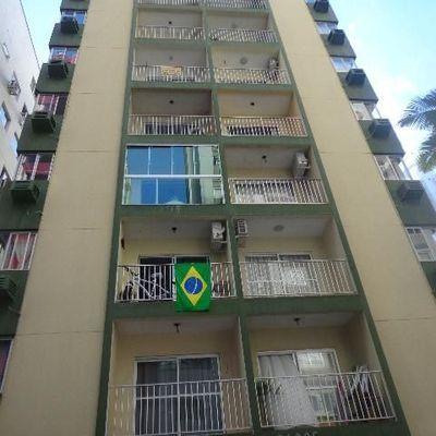Ed. Carlos Pacce - 02 Dormitórios - Quadra Mar - Balneário Camboriú - Centro