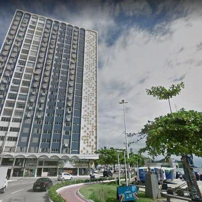 Apartamento à Venda FRENTE ao  MAR, mobiliado, 2 suítes + 1 dormitório, 1 vaga de garagem e localizado ao lado da Praça Almirante Tamandaré.