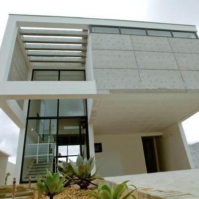Linda casa no CALEDÔNIA em Camboriú com 4 Suítes e 2 Vagas Privativas