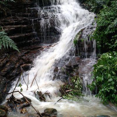 Lindo terreno URBANO para Chácara ou Condomínio Fechado junto à Natureza, com Cachoeira exclusiva