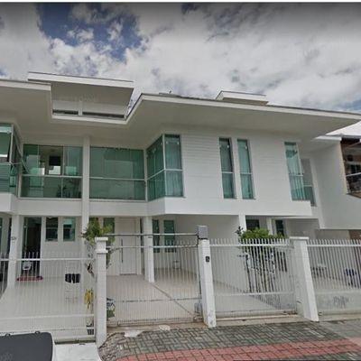 Casa 3 Andares com 3 Quartos, 1 Suíte Master com Hidro e 2 Vagas de Garagem