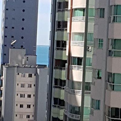 Apartamento com 3 Quartos à Venda sendo 1 Suíte, 1 Vaga Térrea região Central de Balneário Camboriú Ed. Vila Velha