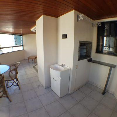 Amplo Apartamento 3 Quartos e 2 Vagas, Sacada enorme com Churrasqueira bem no Centro de Balneário Camboriú SC