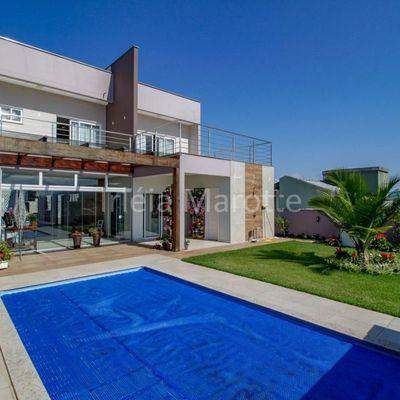 Casa na Vila Lenzi em Jaraguá do Sul à Venda ampla e com piscina