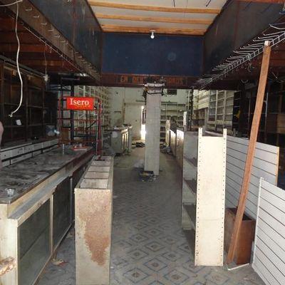 Ampla loja de rua Largo do Marrão