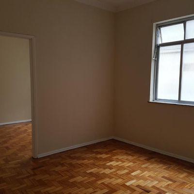 Bom apartamento reformado Centro 1 quarto silencioso