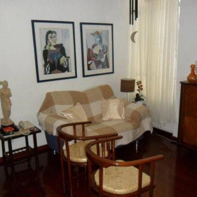 Bom apartamento Icaraí reformado silensioso Roberto Silveira 2 quartos copa cozinha sem vaga