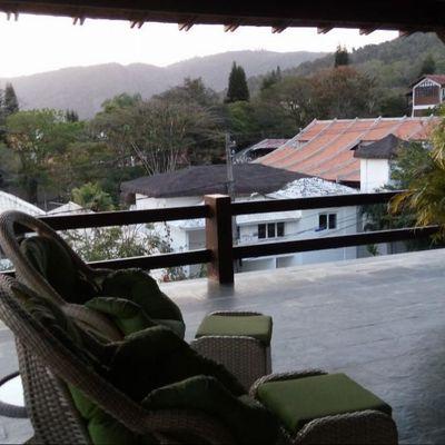 Magnífica residência no melhor condomínio Itaipu mobiliada 4 suites 4 vagas adega piscina churrasqueira