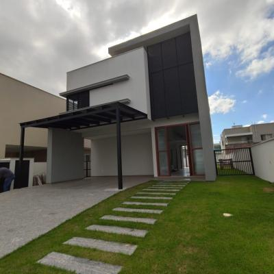 Casa no Condomínio Caledonia