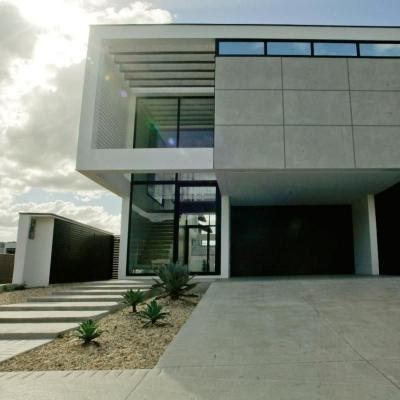 Casa no Condomínio Caledônia Camboriú