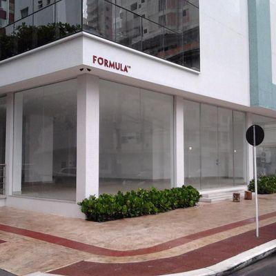 Sala comercial com 388m² de frente para Av Brasil. Bal. Camboriú