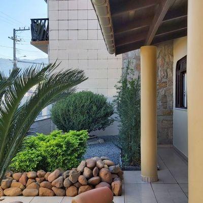 Casa com 03 quartos (01 suíte) próx. ao Parque Via Verde