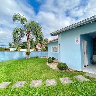 Casa semimobiliada com 01 suite + 03 quartos e piscina no bairro Amizade!