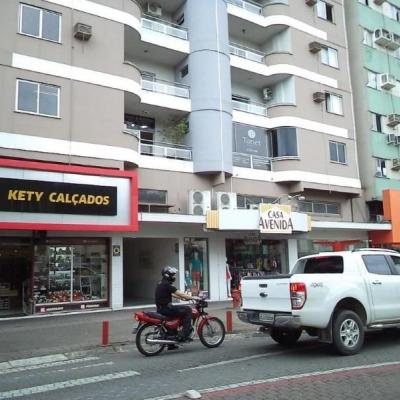 Apartamento mobiliado com 2 dormitórios, no Centro de Jaraguá do Sul