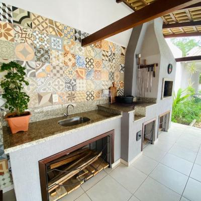 Casa com piscina e semimobiliada no bairro Nereu Ramos.