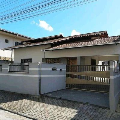 Casa com 1 suíte + 2 quartos no Chico de Paula