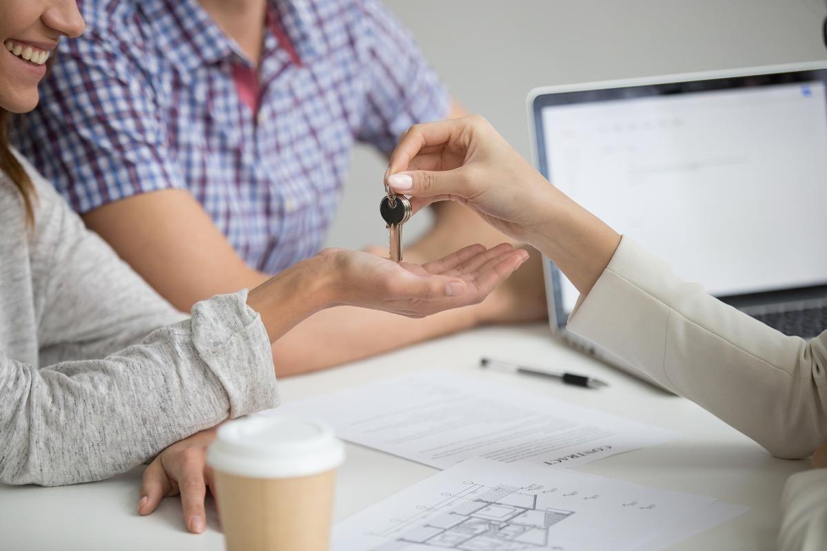Alugar casa para quem não tem carteira assinada pode ser um problema?