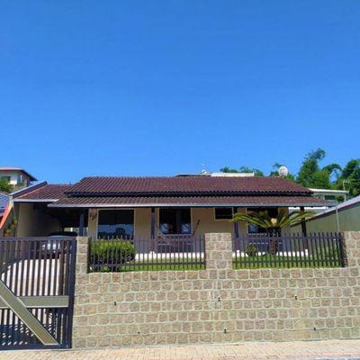 Casa semimobiliada no bairro Ilha da Figueira