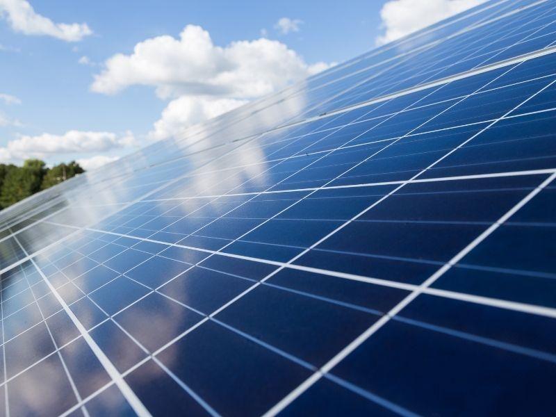 As vantagens e desvantagens dos painéis solares
