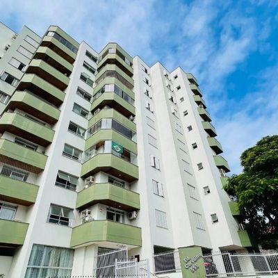 Apartamento com 1 suíte + 2 quartos