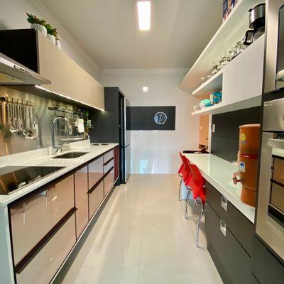 Apartamento semimobiliado com 01 suíte + 02 quartos no bairro Vila Nova