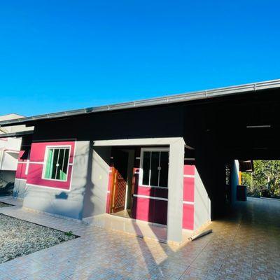 Casa ampla com 03 quartos em Três Rios do Norte