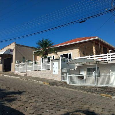 Casa de Alvenaria com Galpão e Apartamento