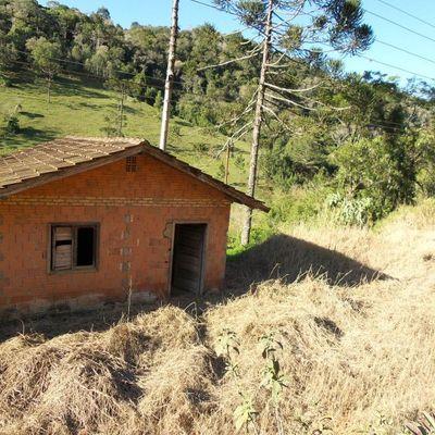 Terreno com Casa de Alvenaria