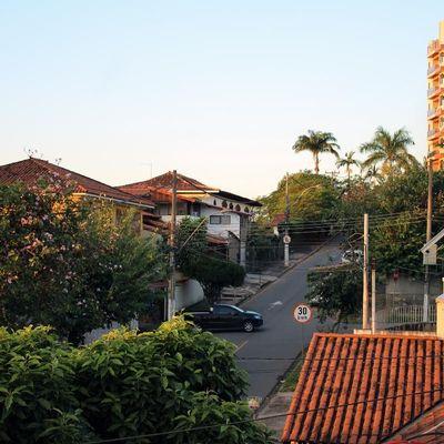 Apartamento Locação Novo - Varanda, 3 Quartos (sendo 1 Suíte), Área externa, Vaga - Rua Papa Paulo VI, Jardim Amália, Volta Redonda - RJ