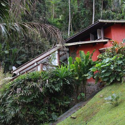 Casa para Venda - Espetacular Casa Duplex Mobiliada dentro de Condomínio com Sala 3 Ambientes, Varandão, 5 Quartos (3 Suítes), Vaga para 4 Carros - Pontal, Angra dos Reis - RJ