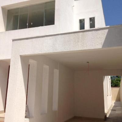Casa Duplex para Venda Região Oceânica - Casa 3 Dormitório (1 Suíte), Cozinha Americana, Garagem 2 carros - Itaipu, Niterói - RJ
