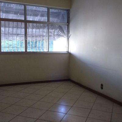 Apartamento Icaraí próximo Campo São Bento 2 quartos dependência revertida 3º quarto vaga