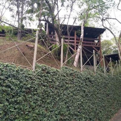 Casa para Venda e Locação / Aluguel - Casa Rústica e Aconchegante cercada de muito verde - 3 suítes - Estrada Washington Luís, Sapê, Niterói - RJ